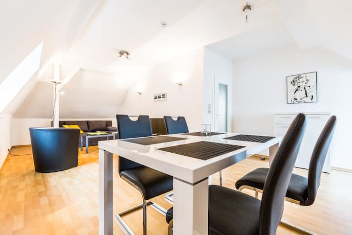 B12 conveniently located penthouse with a parking space in Bergisch Gladbach Bensberg