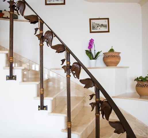 Elegant family villa overlooks Amalfi Coast - Nocelle - House
