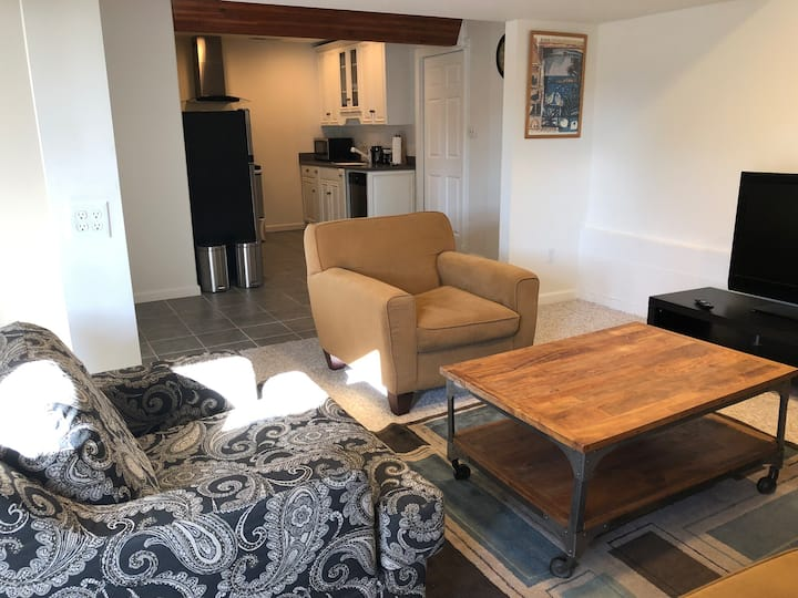Private 1 br/1ba Ground floor in-law