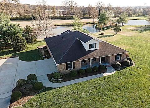 Beautiful Golf Course Home - Near Lake & Wineries