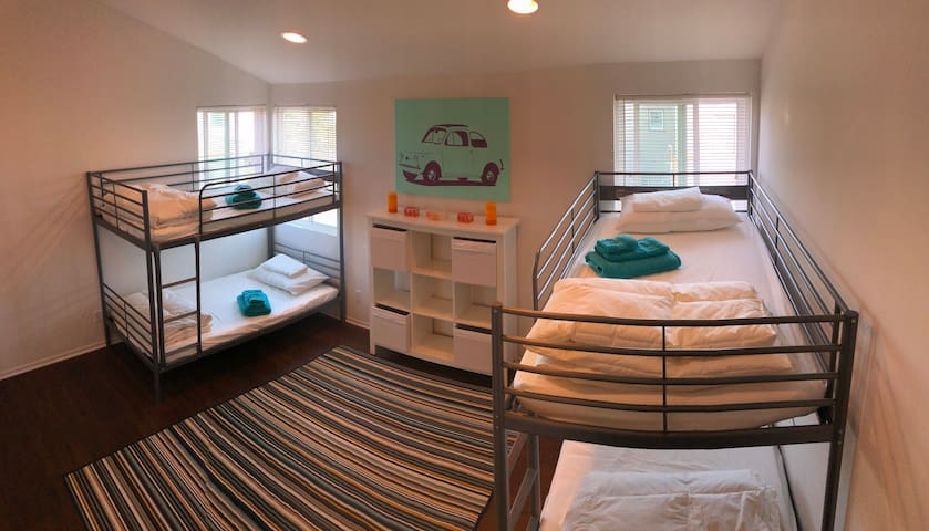 SHARED FEMALE DORM IN THE HEART OF VENICE BEACH