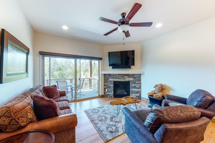 Fun valley home with valley views, private hot tub, and two living rooms!