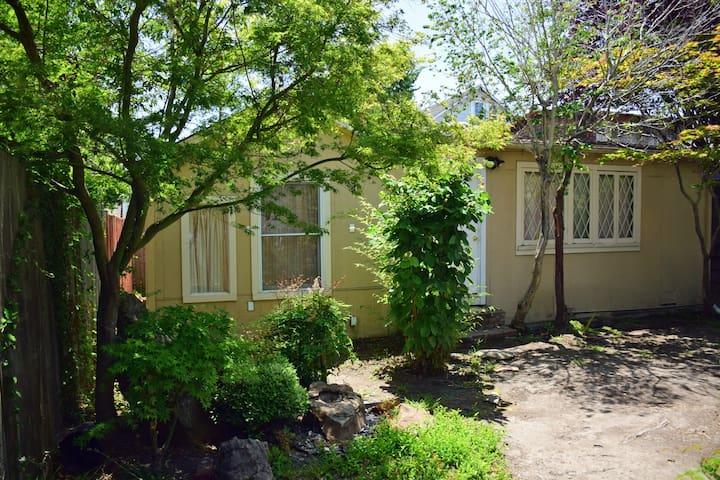 Serene 1 Bedroom Backyard Cottage