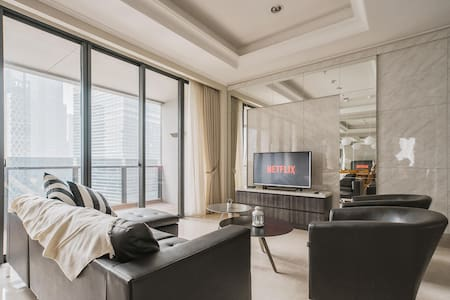 Luxurious 2BR Apartment with Private Lift in CBD