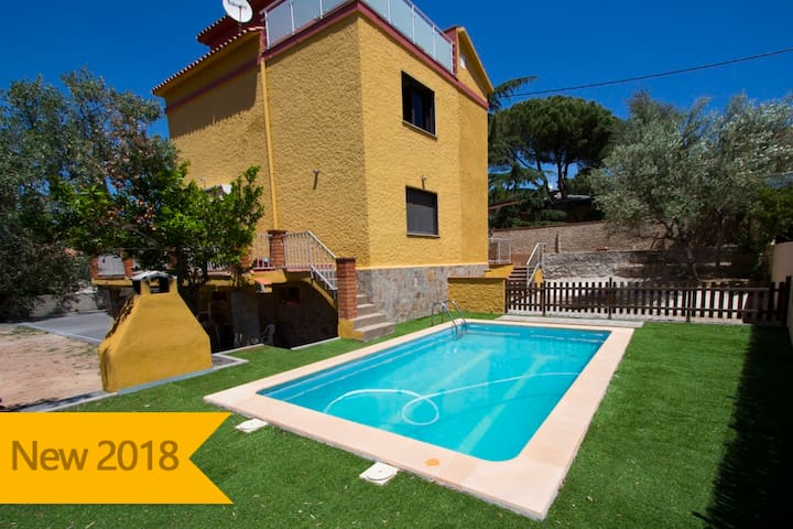 Catalunya Casas: Super Airesol C villa for 8-9 guests with a private, secure pool!