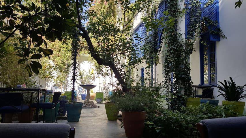 Chambre vue sur jardin +AC+Parking - housse n 38