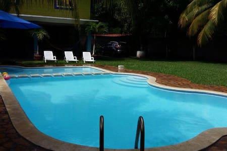 Hermosa casa de playa Sonsonate - Playa Dorada - House