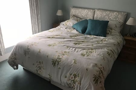 A  comfy Kingsize bed or Twin beds with En-suite