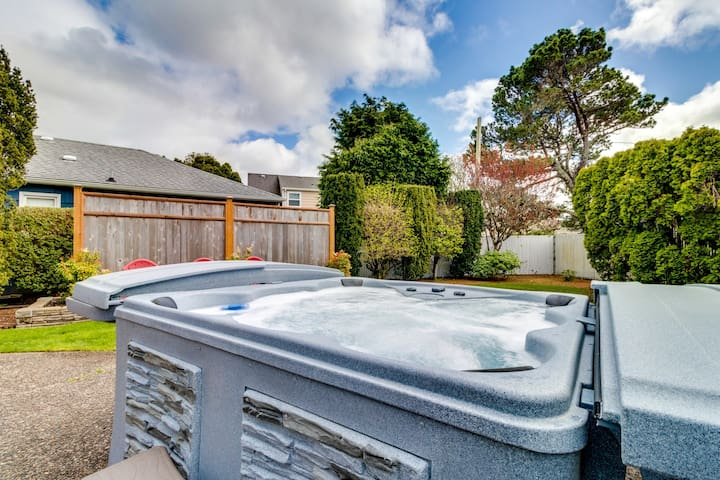 Charming, well-lit home w/ hot tub - 3 blocks to the beach and 1 block to golf