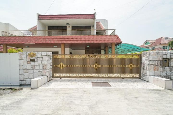 Bangalow homestay in strategic location of Ipoh