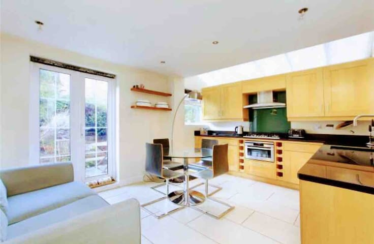Whole Two Bedroom Flat in Brixton near the O2
