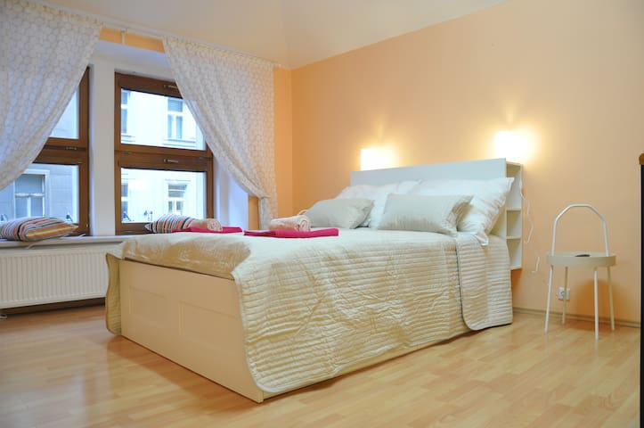 Excellent location & cozy. 5 min from main square