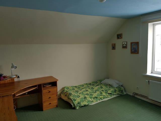 Cosy bedroom in cosy house - Sigulda - Casa