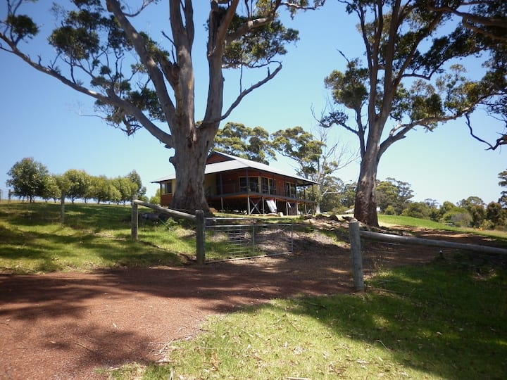 Karri Vista - peaceful setting with valley views