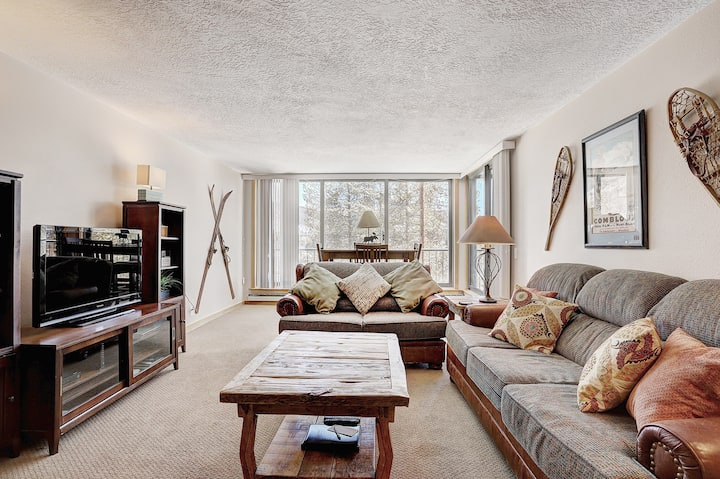 Charming and Updated 2 Bedroom with High End Finishes!