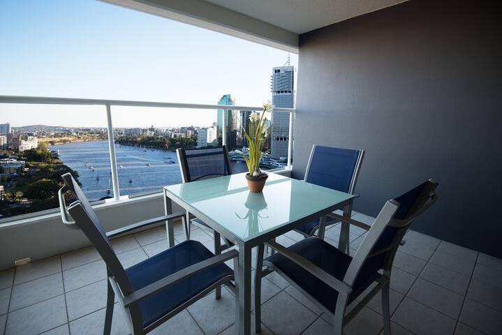 Astra RiverPlace 2bed(1T8) - Brisbane - Apartemen