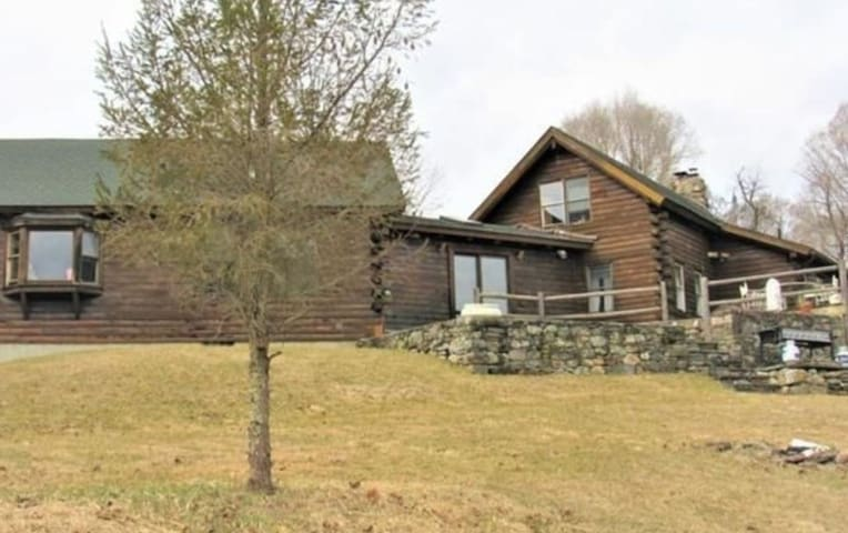 Beautiful, Secluded Rustic cabin mins to Omega!