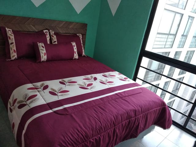 Room3,Private,Queen bed, Ideal travelers/Couples