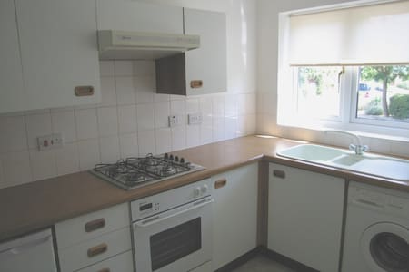 Modern and spacious 2 bed house - Ascot - 独立屋