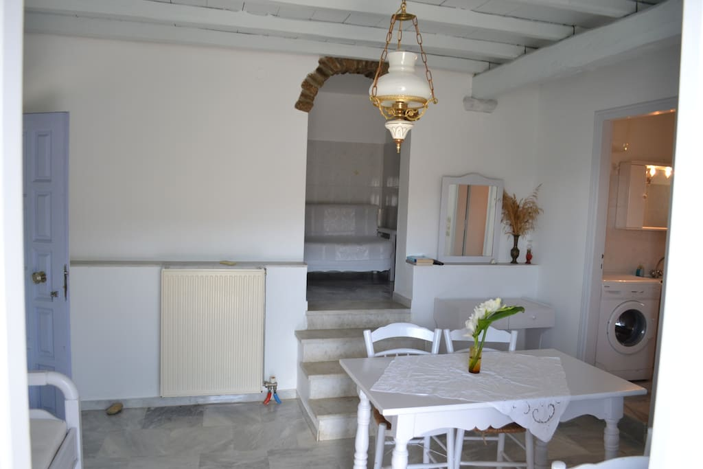 Sitting room and kitche entry