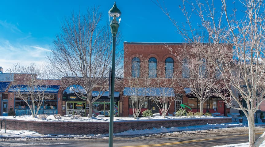 Downtown Historic Main Street Loft. Offstreet park - Hendersonville - Appartement