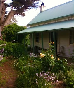 Shoreham Historical Cottage on Acreage with Views - Shoreham