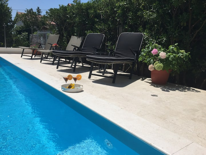 DELUXE penthouse with pool between Split & Trogir