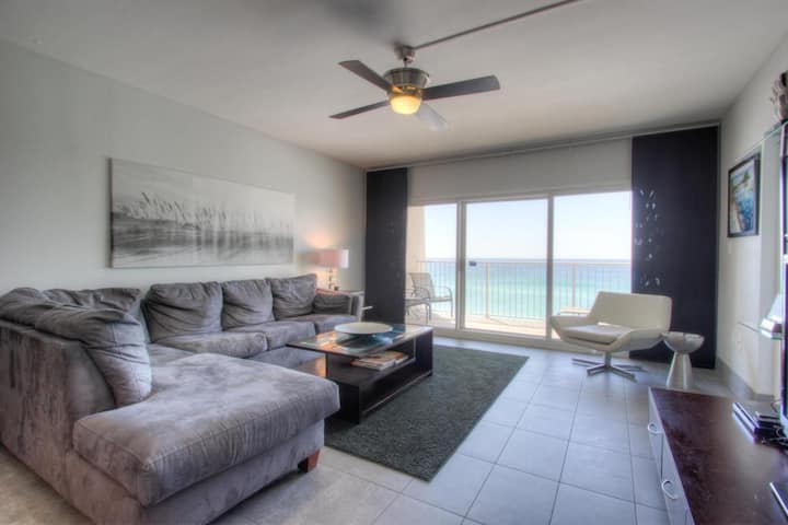 A604  -Gorgeous Views Overlooking the Beach!