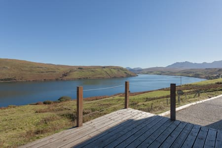 Calath, Isle of Skye, superb mountain/loch views. - Carbost - House - 1