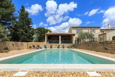"""Mas """"La Verdale"""" avec piscine au cœur du Luberon."""