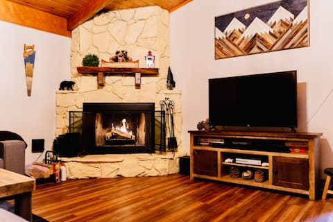 Cozy Bear Cabin, an intimate , personal experience