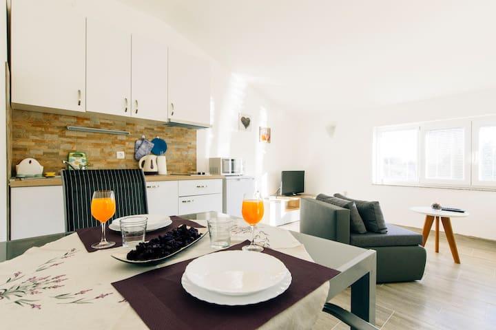 Studio apartman Luce, Briševo-Zadar