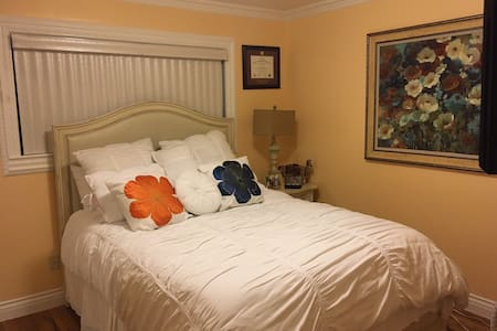 Comfortable Room near Orange County/Biola - 一軒家