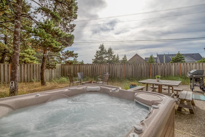 Short Walk to The Beach and local Restaurants!  Private Hot Tub with fenced yard