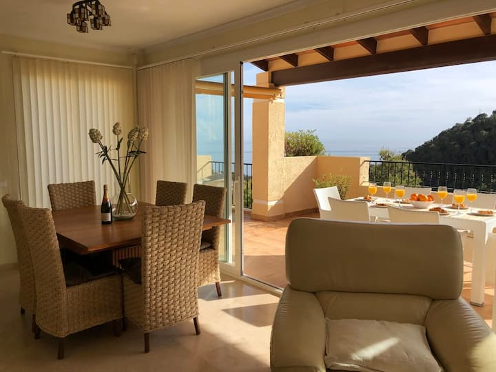 Holiday Villa Altea with 4 Bedrooms, 2 Bathrooms
