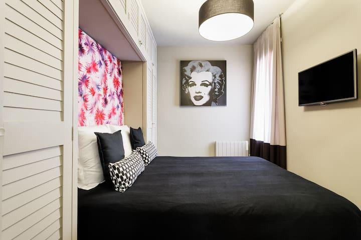 Quiet bedroom suite