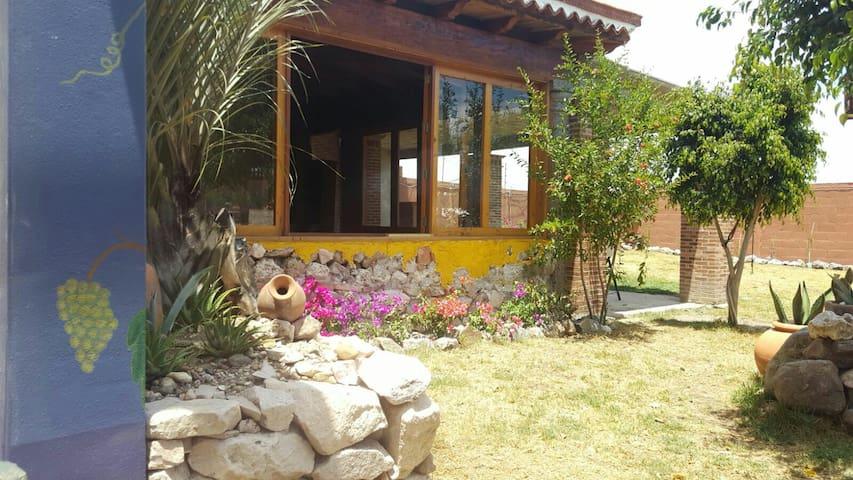 Bonita casa con amplio jardín - San Miguel de Allende - House