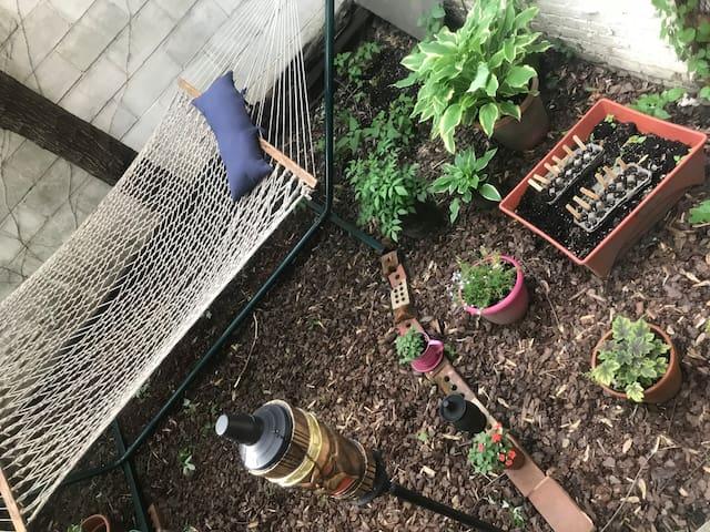 Charming and Convenient Garden Apt