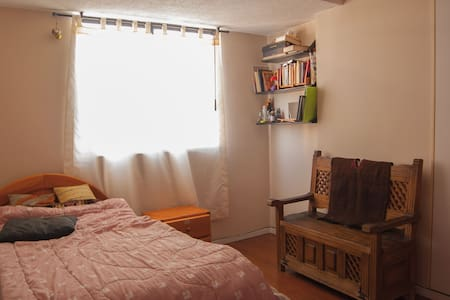 Private room in a cozy apt, close to everything - Quito - Apartemen