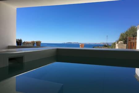 Villa de rêve avec piscine chauffée en bord de mer - Marseille