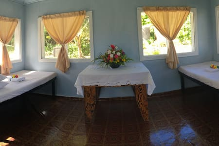 Cabin at Matareva Beach Fale shared bathroom - Lotofaga-uta