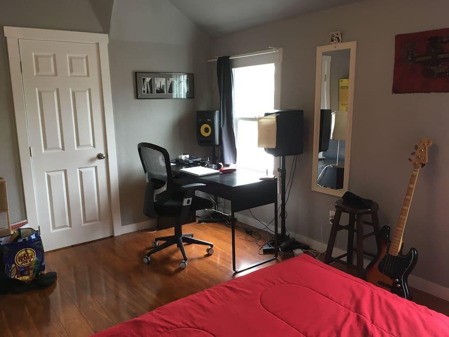 Closet, Desk