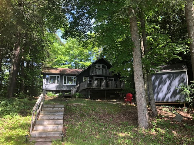 Lakefront cottage in North Kawartha! -New listing