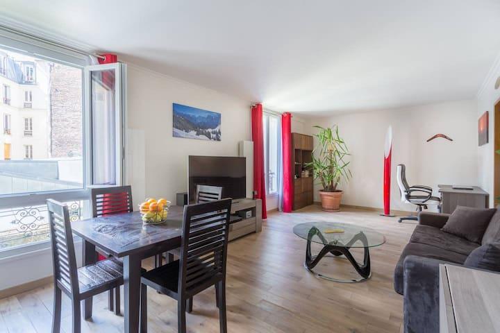 Spacious 2 bedroom flat in the heart of Montmartre