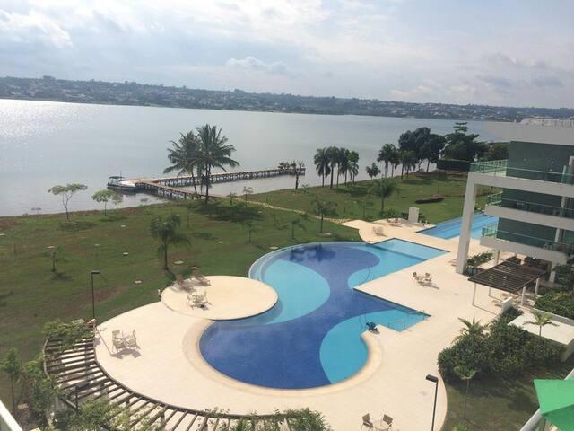 Flat em Resort na beira do Lago
