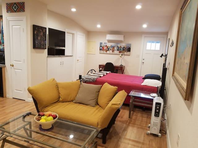 Cool Studio Apartment near White Rock Lake
