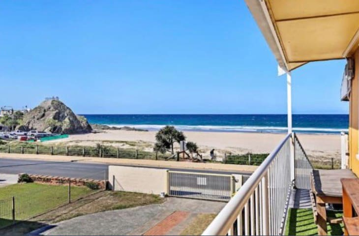 Beach side unit, everything in walking distance :)