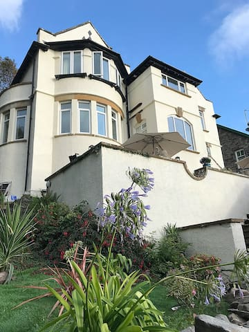 BRYN GELLI FAMILY HOME WITH HOT TUB BARMOUTH