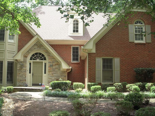 Private, peaceful, room in suburb/Roswell