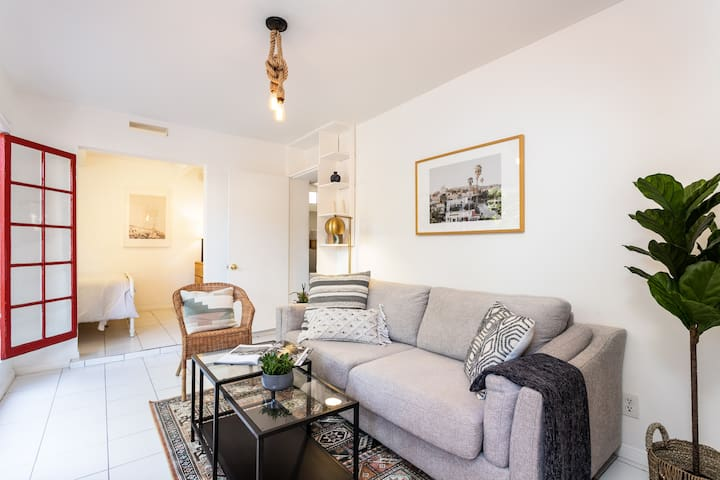 Hollywood Hills Hideaway - 3 mins to Universal!